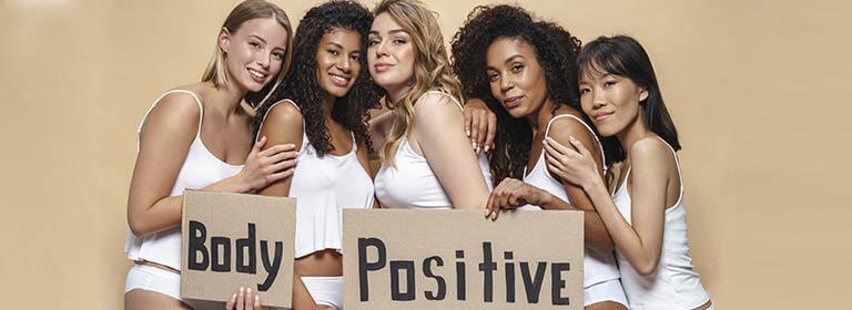mujeres positivas en bonita lenceria femenina